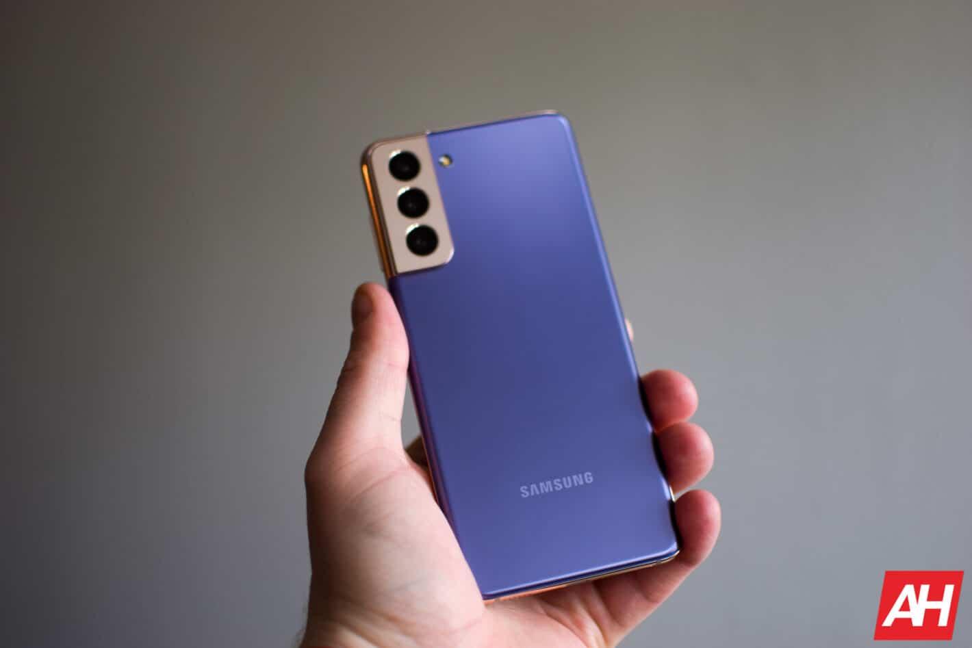 Samsung Galaxy S21 Review AM AH 02