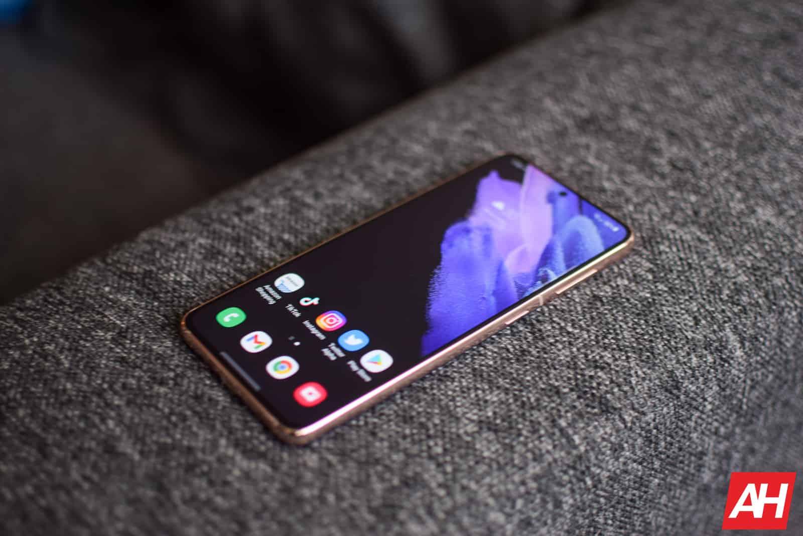 Samsung Galaxy S21 Review AM AH 08