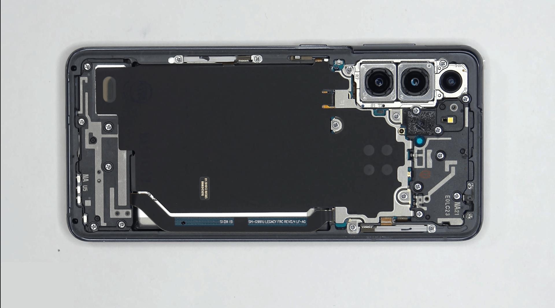 Peek Inside The Brand New Samsung Galaxy S21: Video