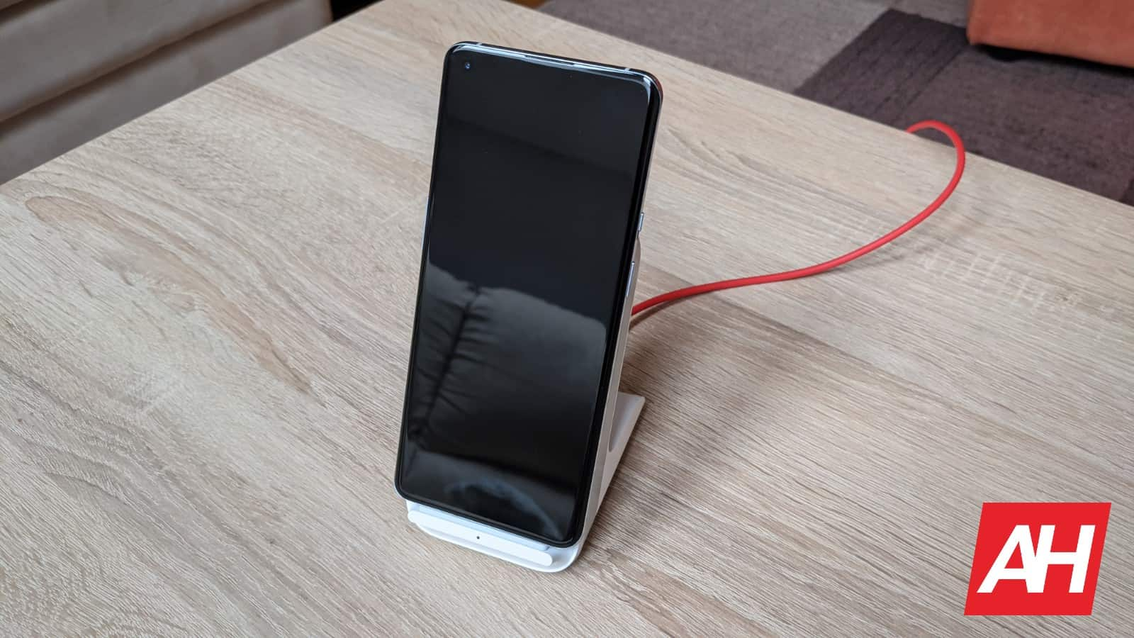 AH OnePlus Warp Charge 50 Wireless Charger KL image 3