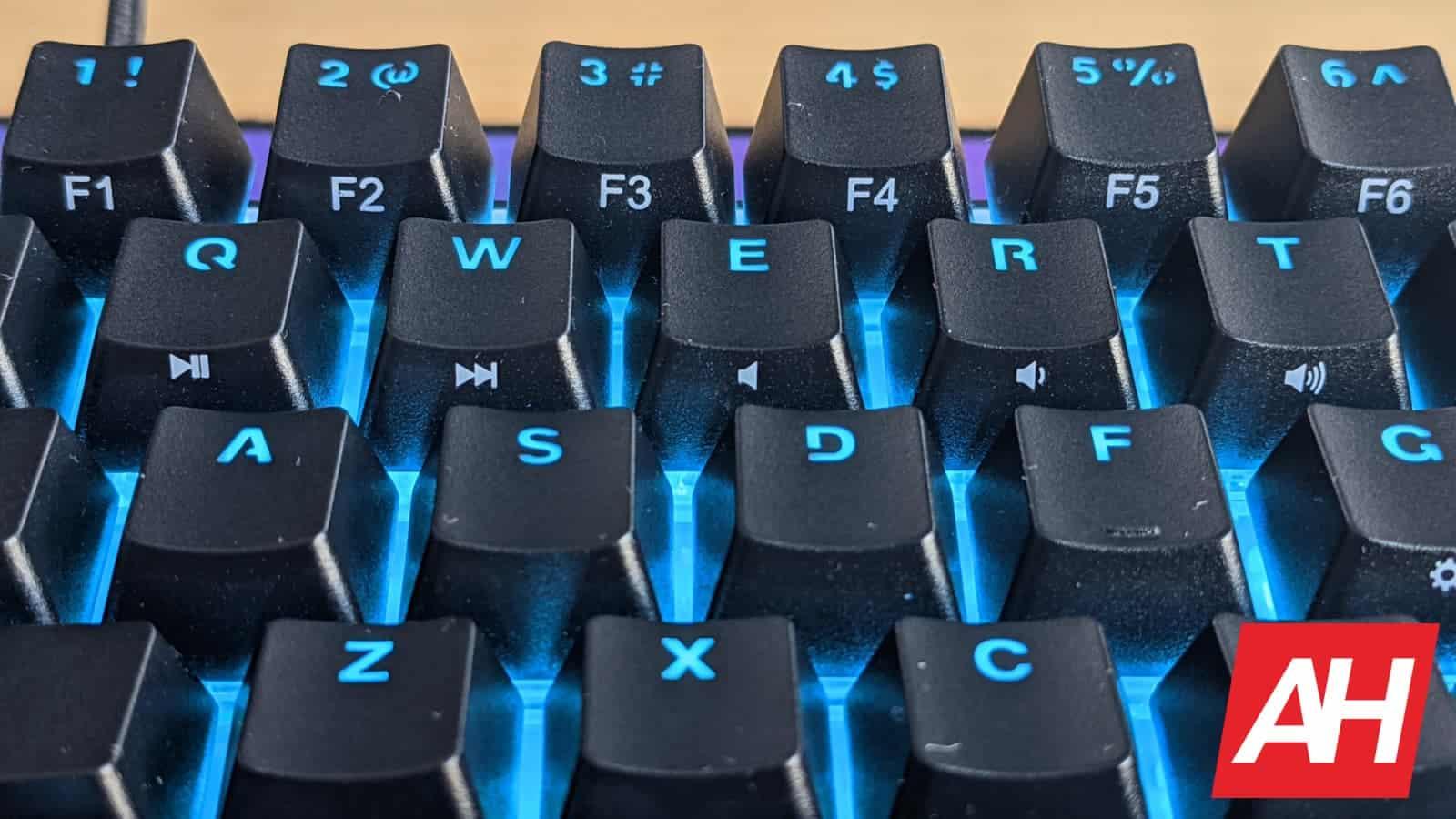 WhirlwindFX Atom 60 Gaming Keyboard Review 16