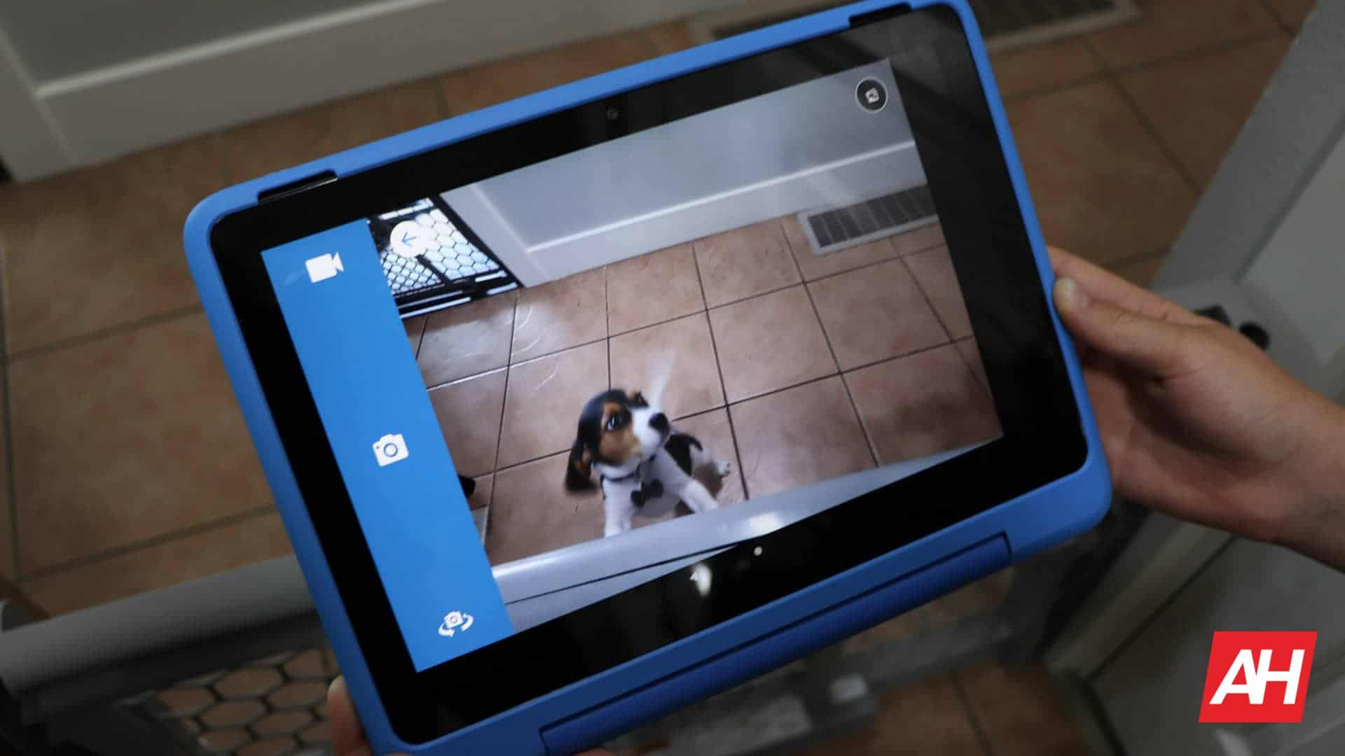07 Amazon Fire HD 10 Kids Pro review camera DG AH 2021