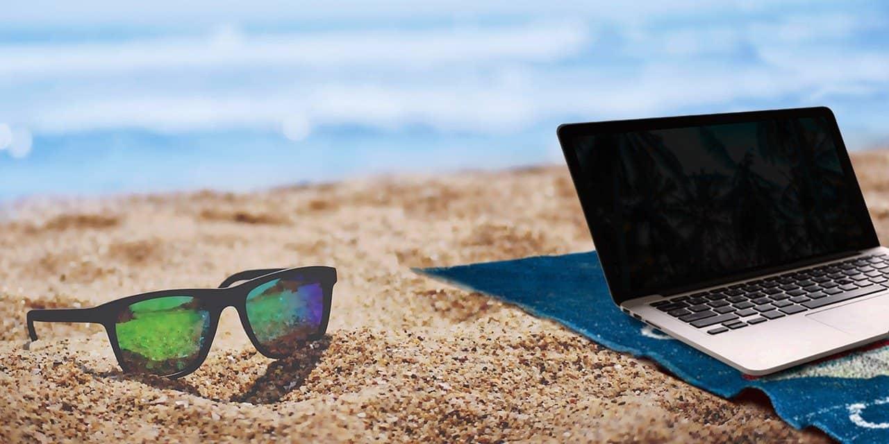 Beach laptop image 84848484
