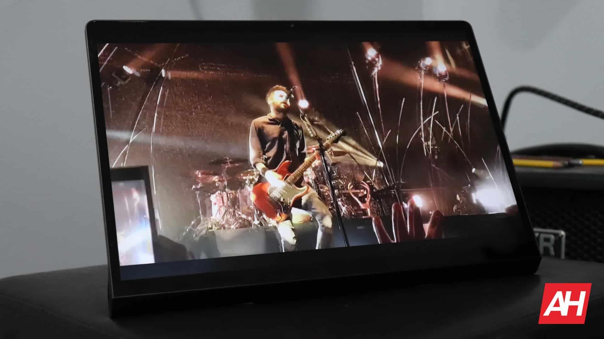 02 Lenovo Yoga Tab 13 review display DG AH 2021