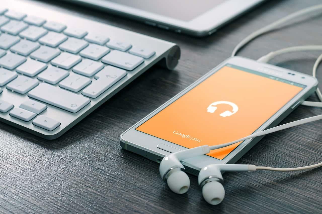 Smartphone earphones image 84489484